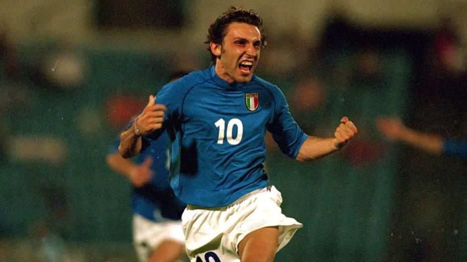 Andrea Pirlo, em partida da Itália em 1998