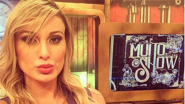 Andressa Urach nas gravações do programa Muito Show na Rede TV!