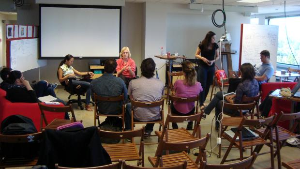Professora Angelika Blendstrup ajuda empreendedores brasileiros com seus pitches