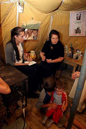 Visita a refugiados chechenos em campo na Rússia.