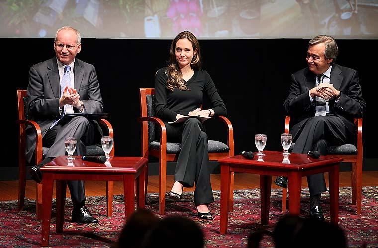 Com o responsável da Comissão de Refugiados, Antonio Guterres, e com presidente da National Geographic Society, John Fahey, em evento em Washington.