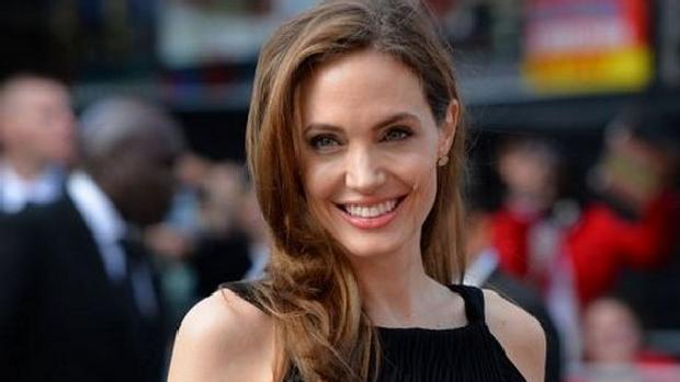 Angelina Jolie durante a pré-estreia mundial de Guerra Mundial Z, em Londres