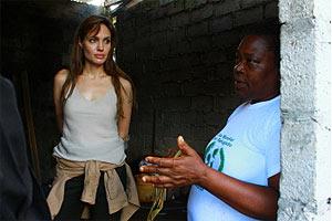 A atriz Angelina Jolie, no Equador