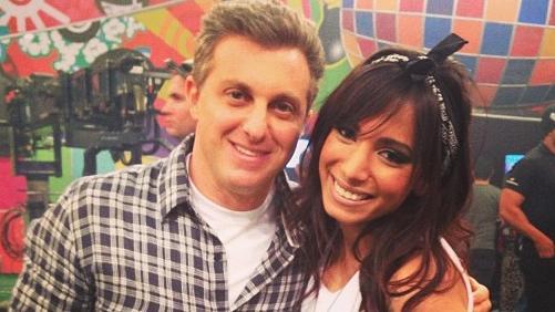Anitta tieta o apresentador Luciano Huck