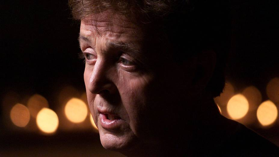 """Paul McCartney durante gravação do álbum """"<em>Driving Rain</em>"""" em 2001"""