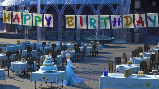 Elsa planeja a festa de aniversário de Anna em Frozen: Febre Congelante