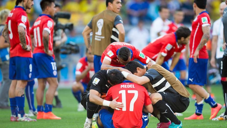 Jogadores do Chile lamentam derrota para o Brasil nas penalidades