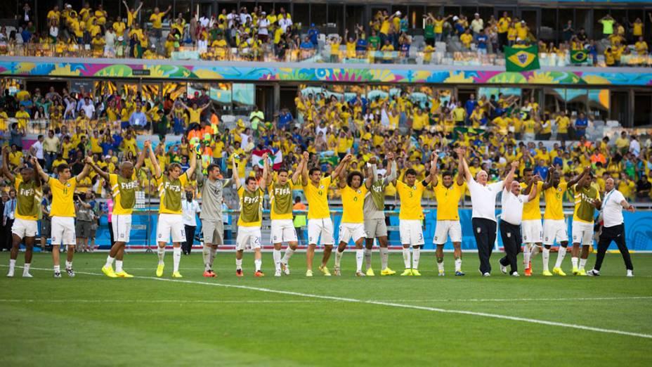 Seleção brasileira agradece à torcida após a vitória sobre o Chile