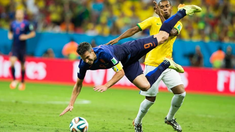 Fernandinho faz falta no jogador da Holanda no Mané Garrincha, em Brasília