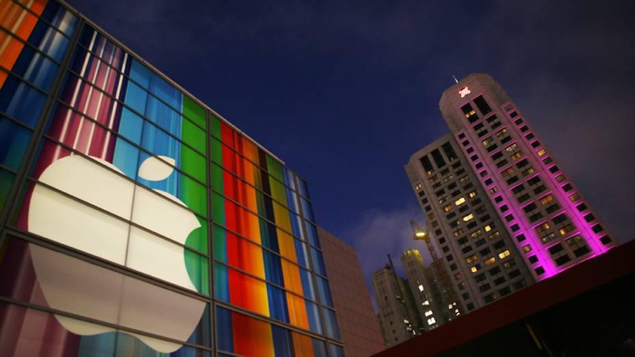 Logo da Apple na fachada do Yerba Buena Center for Arts, em São Francisco, Califórnia onde será realizado o anúncio do novo iPhone 5