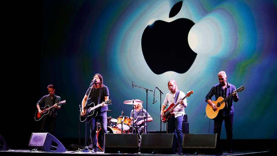Banda Foo Fighters se apresenta em evento da Apple, no Yerba Buena Center for Arts, em São Francisco, Califórnia