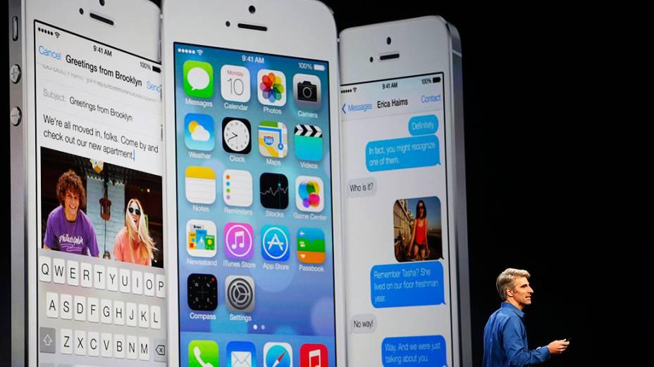 Craig Federighi, vice-presidente da Apple responsável pelo Mac OS X, apresenta o novo iOS7 durante a WWDC 2013, em São Francisco