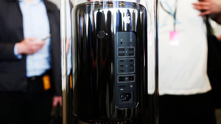 Novo Mac Pro em exposição durante a WWDC 2013 em São Francisco, Califórnia