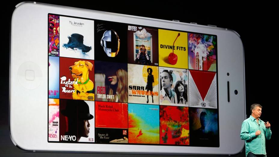 Eddy Cue, vice-presidente sênior da Apple para software e serviços de internet, exibe a nova interface do iTunes durante a WWDC 2013, em São Francisco, Califórnia