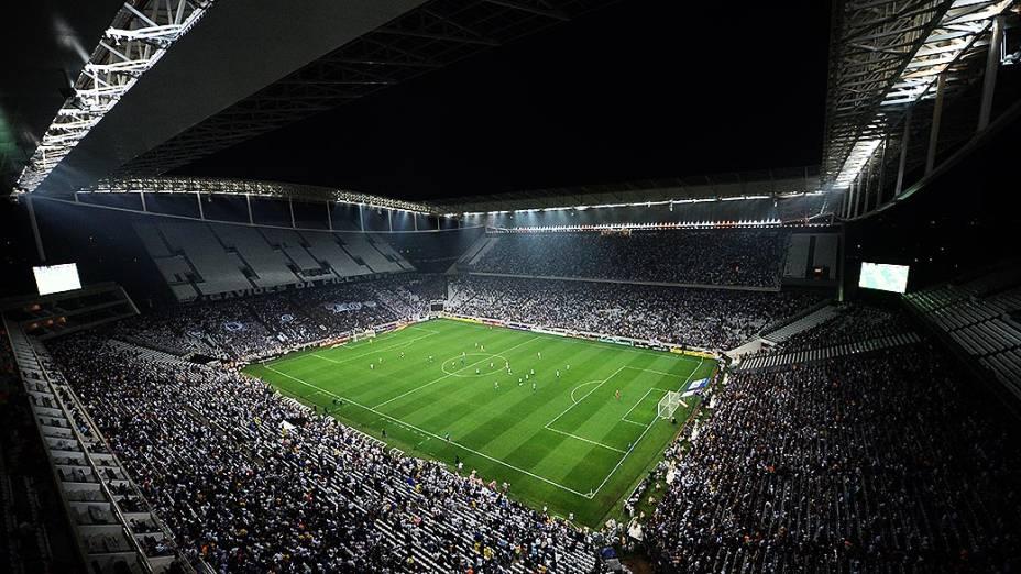 Corinthians decepciona e perde na estreia do Itaquerão