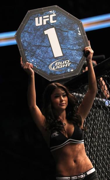 A ring girl Arianny Celeste no UFC 140