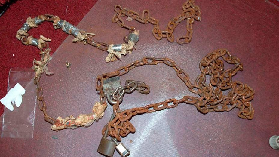 Cadeados utilizados para prender as mulheres no cativeiro
