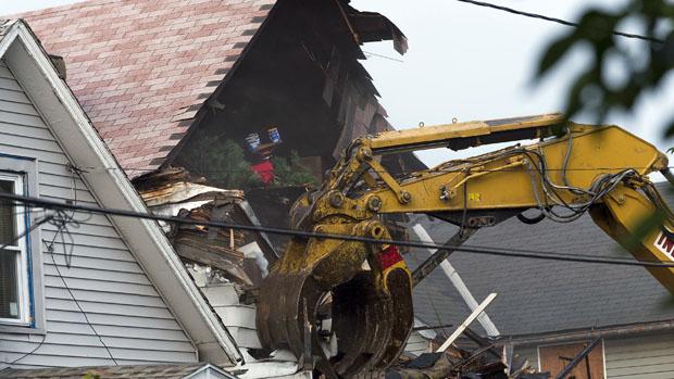 Casa que Ariel Castro fez de cativeiro em Cleveland é demolida