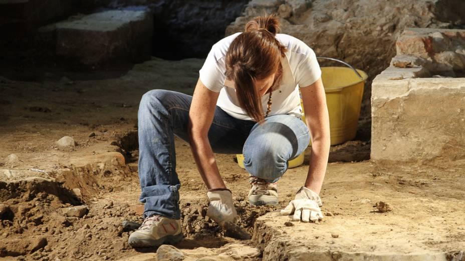Ano passado, o time de arqueólogos começou a cavar no prédio abandonado e achou uma cripta que acreditam ser de Lisa