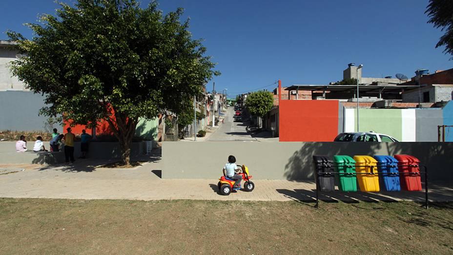 O local, que antes era tomado por vielas de terra, lixo e casebres, agora conta com academia para a terceira idade, pista de skate, mesas de ping-pong, quadra de bocha, campo de futebol, playground, deque de madeira e um parque linear