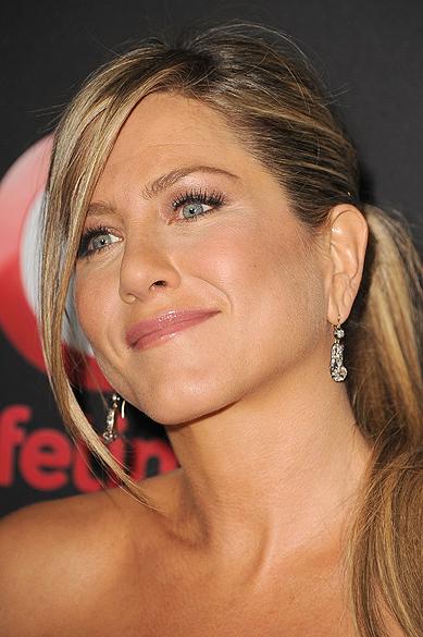 Jennifer Aniston posa para foto em pré-estreia do filme Call Me Crazy: A Five Film (2013)