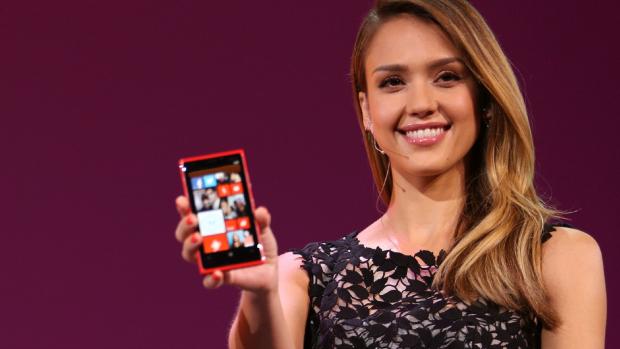 Atriz Jessica Alba apresenta Windows Phone 8
