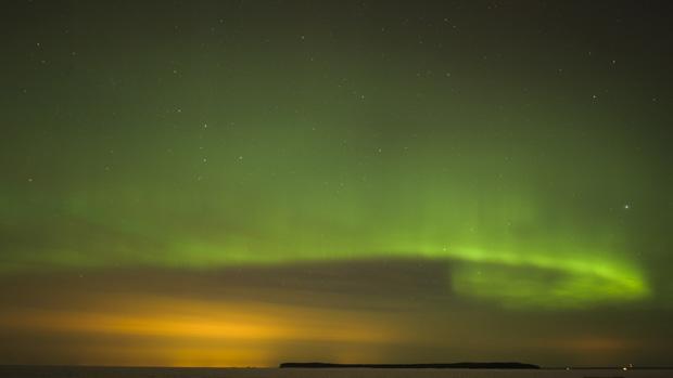 <p>Aurora Boreal é vista no céu de Tallinn, na Estônia</p>