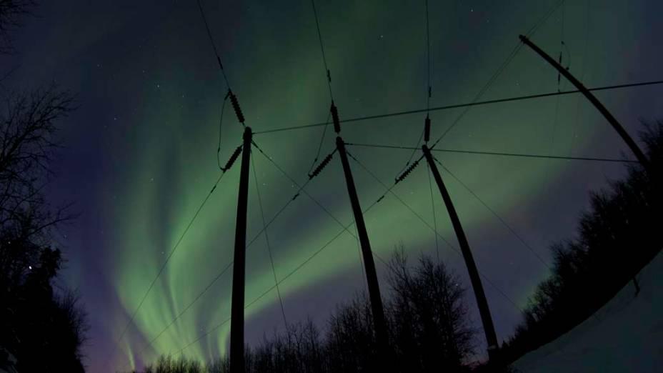 """<p>Aurora boreal vista da estrada """"Old Glenn"""" em Butte, no Alasca</p>"""