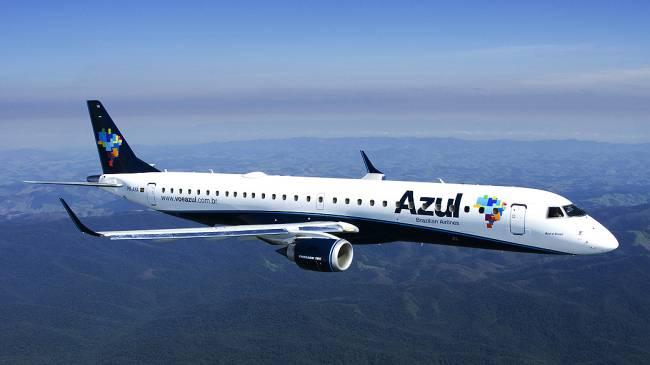 A alta do dólar também tornou a viagem para o exterior mais cara para os brasileiros e afetou a demanda por voos internacionais