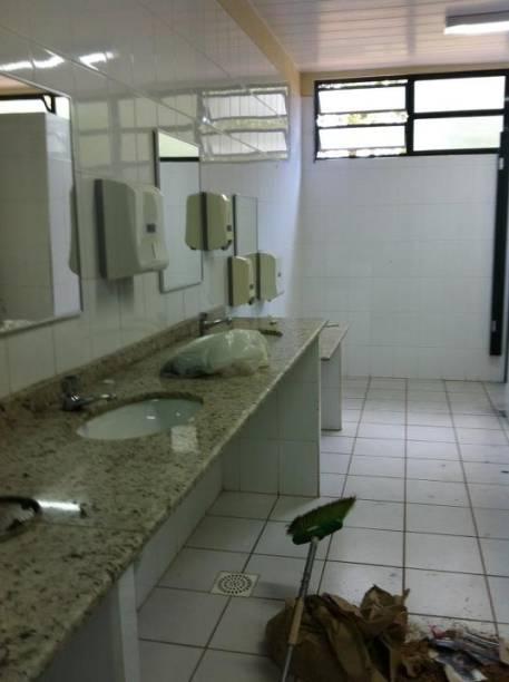Após a repercussão do caso, a Secretaria Municipal de Educação determinou reforma na escola, começando pelos banheiros