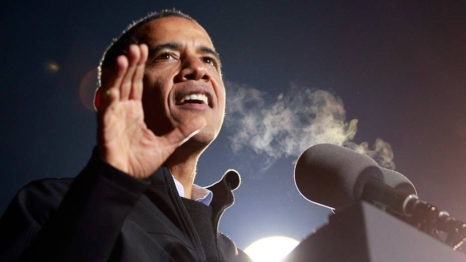 Presidente dos Estados Unidos, Barack Obama discursa em Iowa durante o último dia de campanha