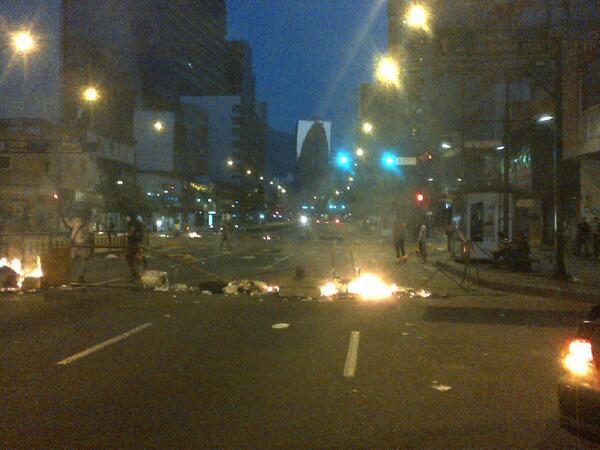 #NoHayPaso entre Calle el Muñeco e Elice, em Caracas