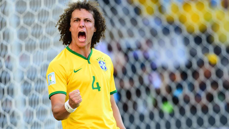 David Luiz comemora gol nos pênaltis no jogo contra o Chile no Mineirão, em Belo Horizonte