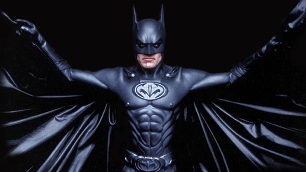 Ator George Clooney no papel de Batman, no filme Batman & Robin, de 1997
