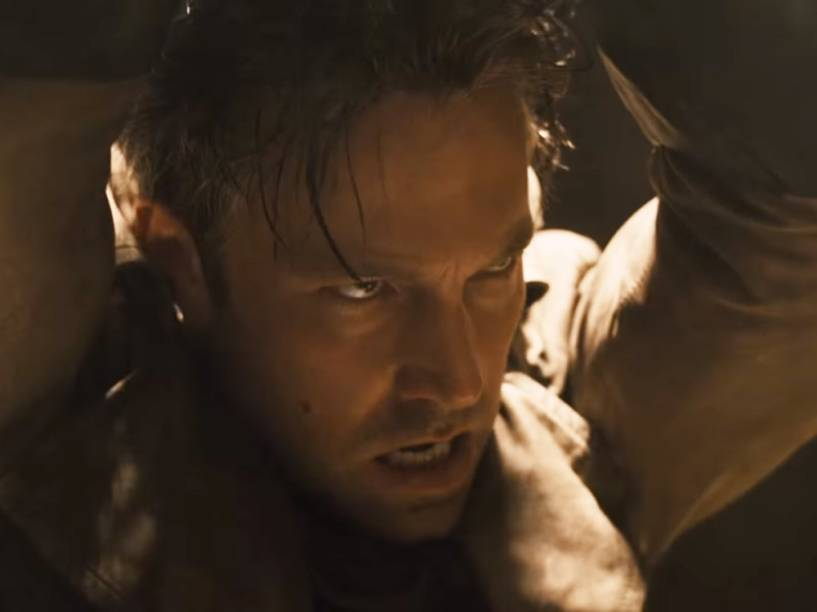 Ben Affleck é desmascarado em teaser de Batman vs Superman