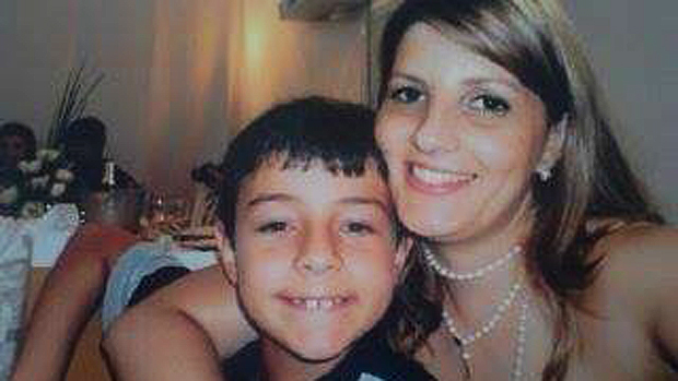 Bernardo com a madrinha, Clarissa Oliveira, com quem costumava passar parte das férias