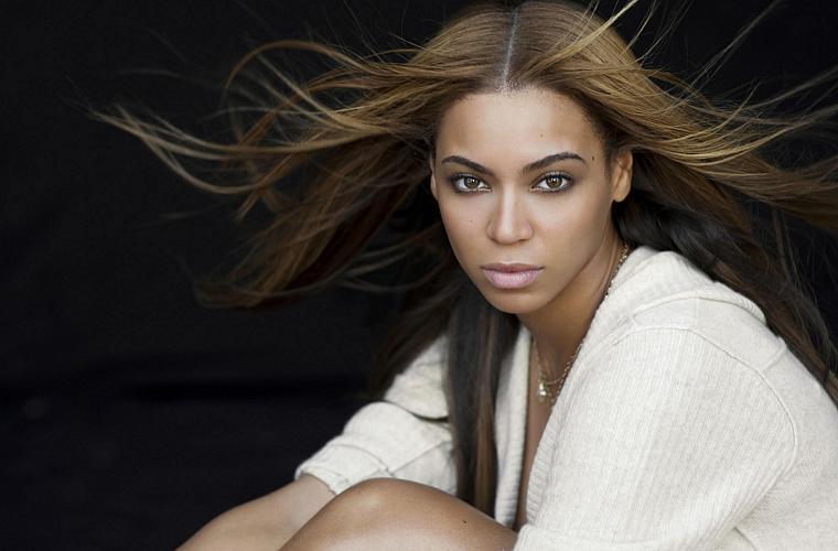 Em 2009, a diva pop foi apontada pela revista Forbes como a celebridade com menos de 30 anos mais bem paga do mundo.