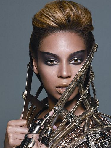 O álbum I Am... Sasha Fierce foi o álbum mais vendido nos Estados Unidos em sua semana de estreia.