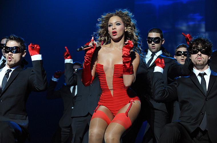 Beyoncé durante apresentação no MTV Europe Music Awards, na Alemanha, em novembro.