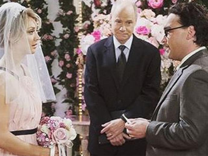 Penny (Kaley Cuoco) e Leonard (Johnny Galecki) se casam em The Big Bang Theory