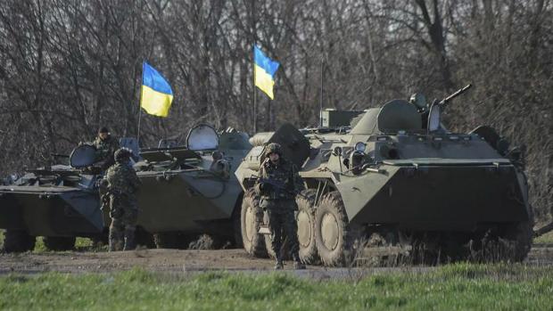 Blindados e soldados ucranianos são enviados para o leste do país