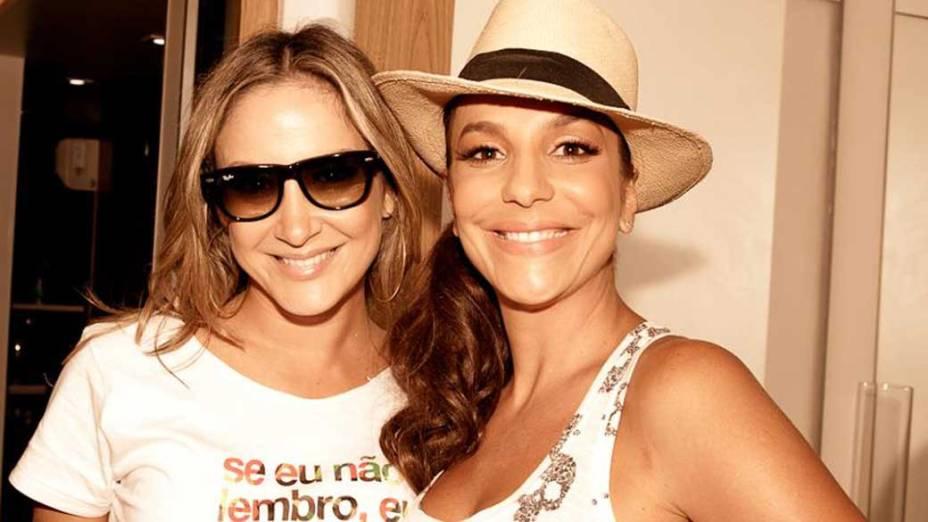Claudia Leitte e Ivete Sangalo, rivais não declaradas, cantam juntas em Salvador no bloco Arrastão