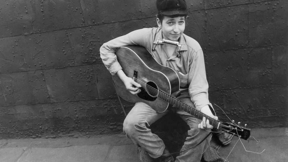 Bob Dylan posa para foto em terraço, na cidade de Nova York, 1962