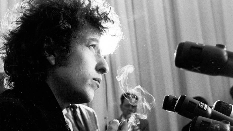 Bob Dylan participa de coletiva de imprensa em Los Angeles, Estados Unidos, 1965