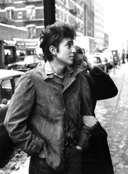 Bob Dylan com a namorada Suze Rotolo na década de 1970