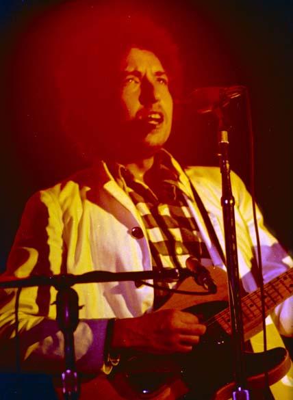 Bob Dylan se apresenta na cidade de Atlanta, Estados Unidos, 1974
