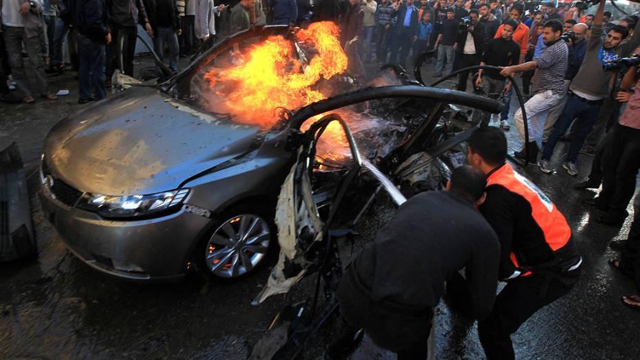 Carro de Ahmaed Jaabari, chefe da ala militar do Hamas, morto em ataque israelense, na Faixa de Gaza