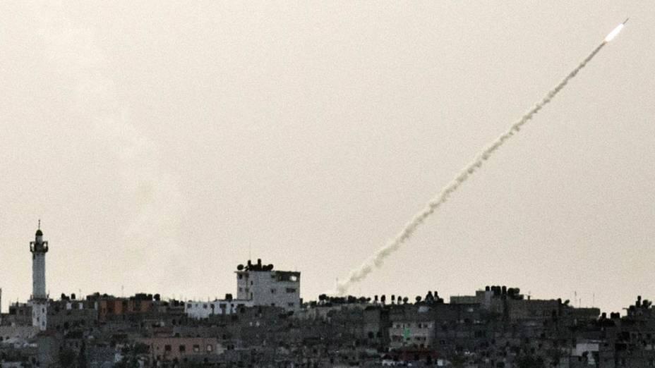 Mísseis sendo lançados da Faixa de Gaza contra Israel, em 16/11