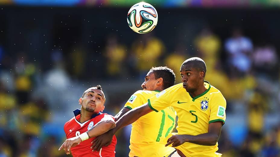 Lance entre Brasil e Chile no Mineirão