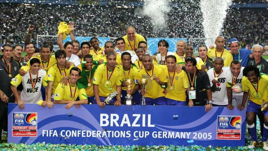 A festa do título de 2005, depois de goleada sobre a Argentina, no torneio disputado na Alemanha